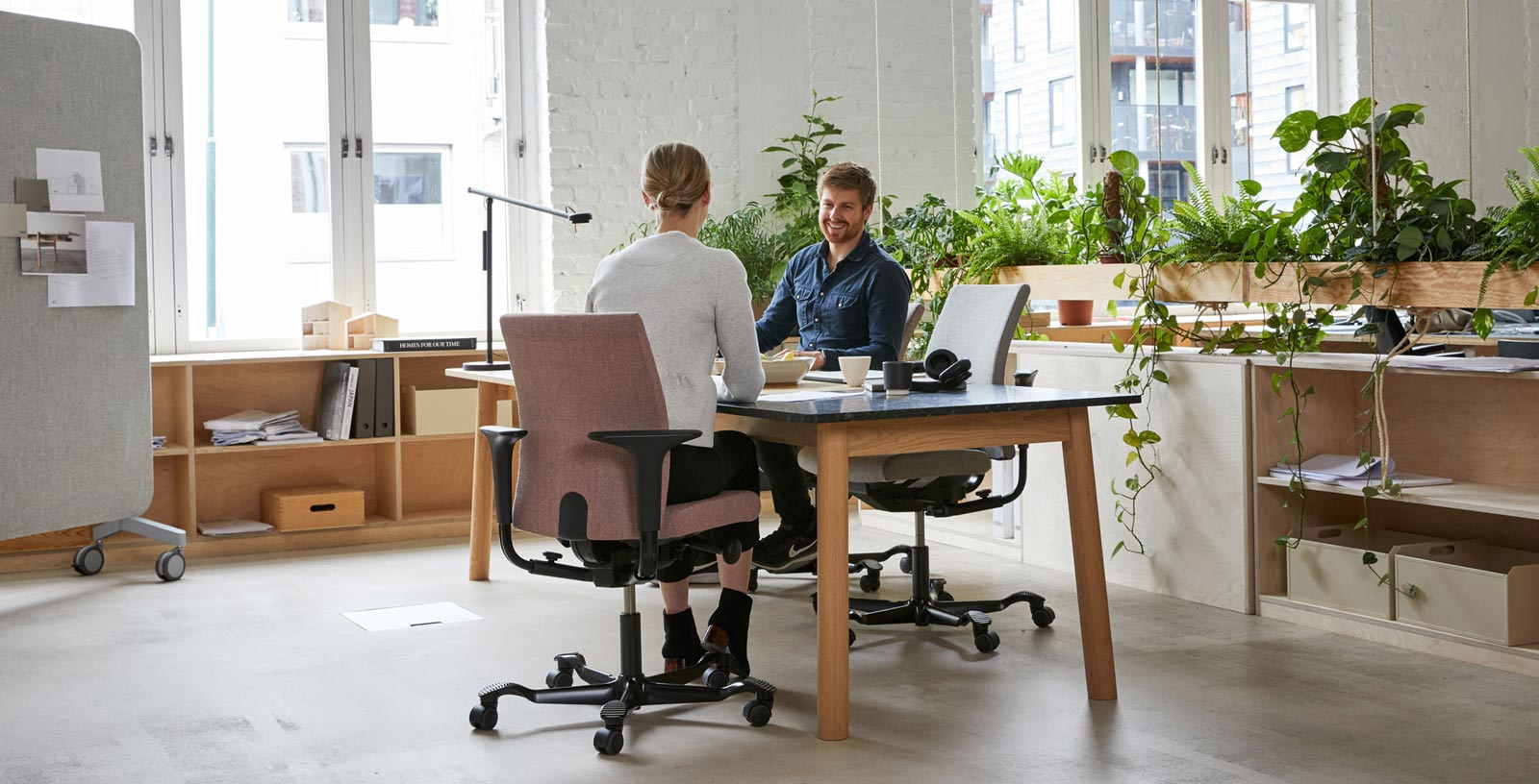 two people chatting in HÅG chairs