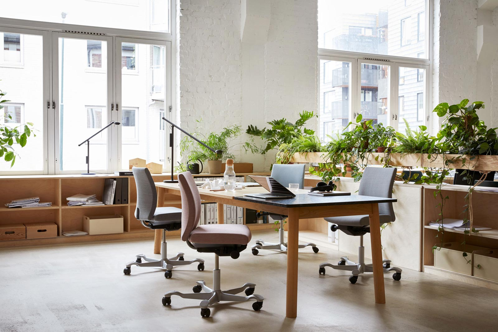 People sitting on HÅG chairs at desk